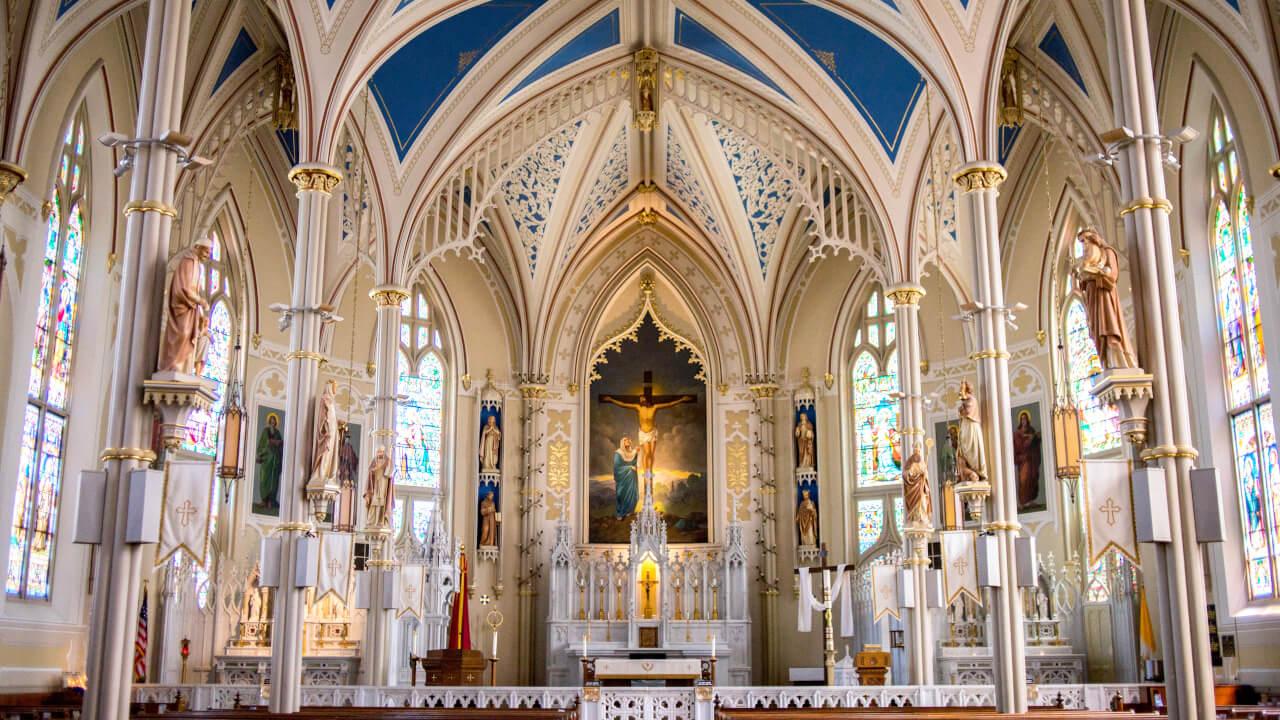 Desvendando o mito de que católicos adoram imagens